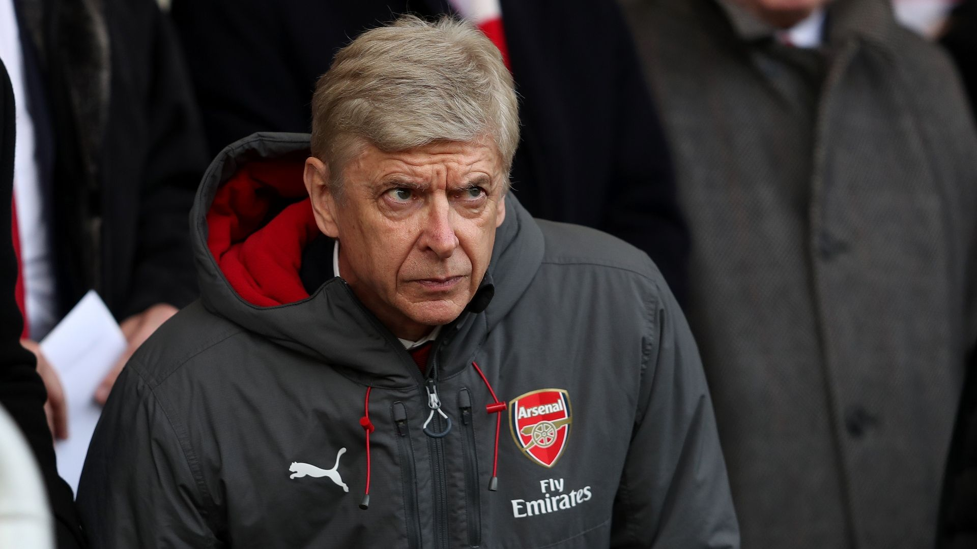 Wenger makes Man City transfer barb