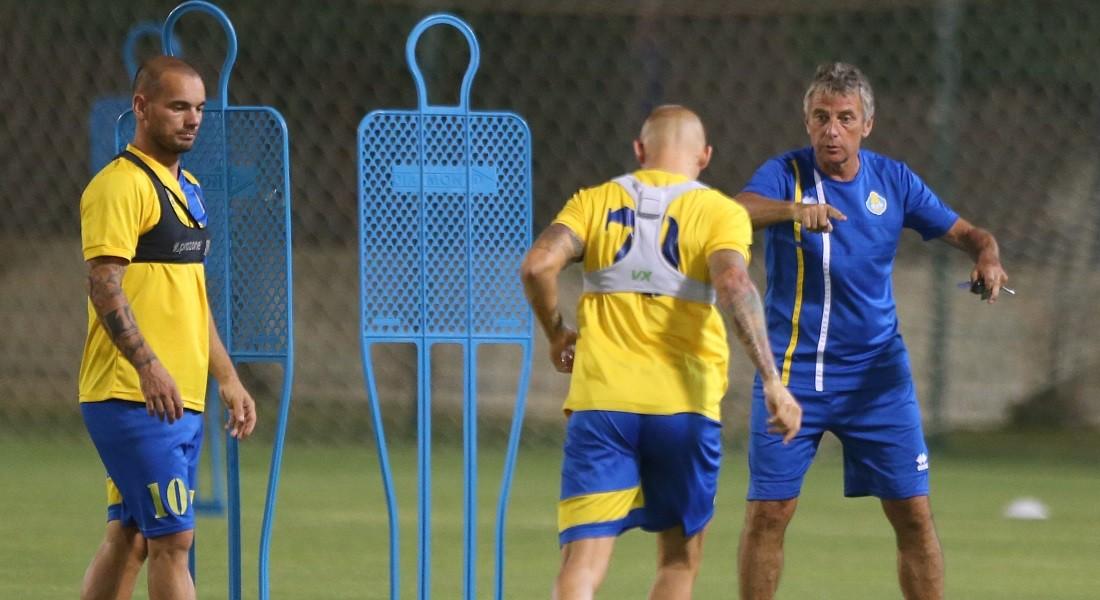 Al Gharafa's Sneijder, Amado on injury list