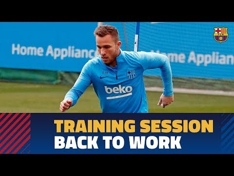 Light workout for the squad with Arthur and Cillessen continuing their recovery.
