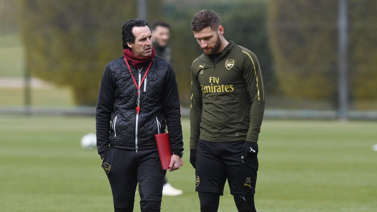 Emery hits back at Arsenal fans over Mustafi criticism