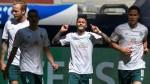 Bremen boost survival hopes with win at Schalke, pressure on Wagner